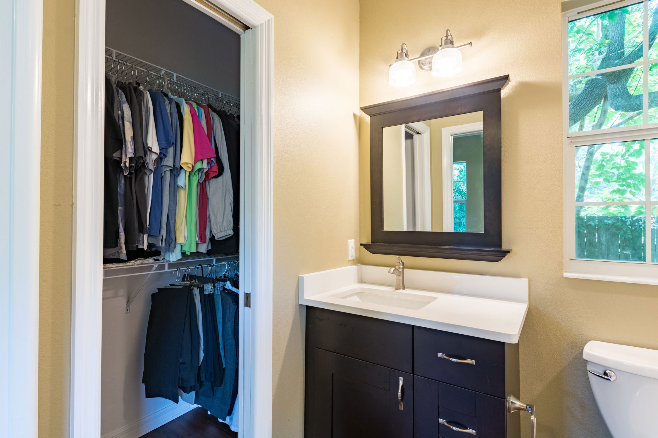 10-bathroom-and--closet.jpg