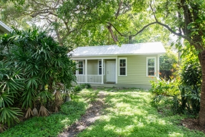 Home Care Suites Floridian Cottage in Tampa